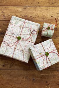 gallery-1478310393-54eb18a087c58-crafts-map-paper-wrapping-0114-s2